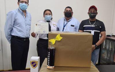 Premiando a ganadores del concurso de innovación de Guardas de Seguridad